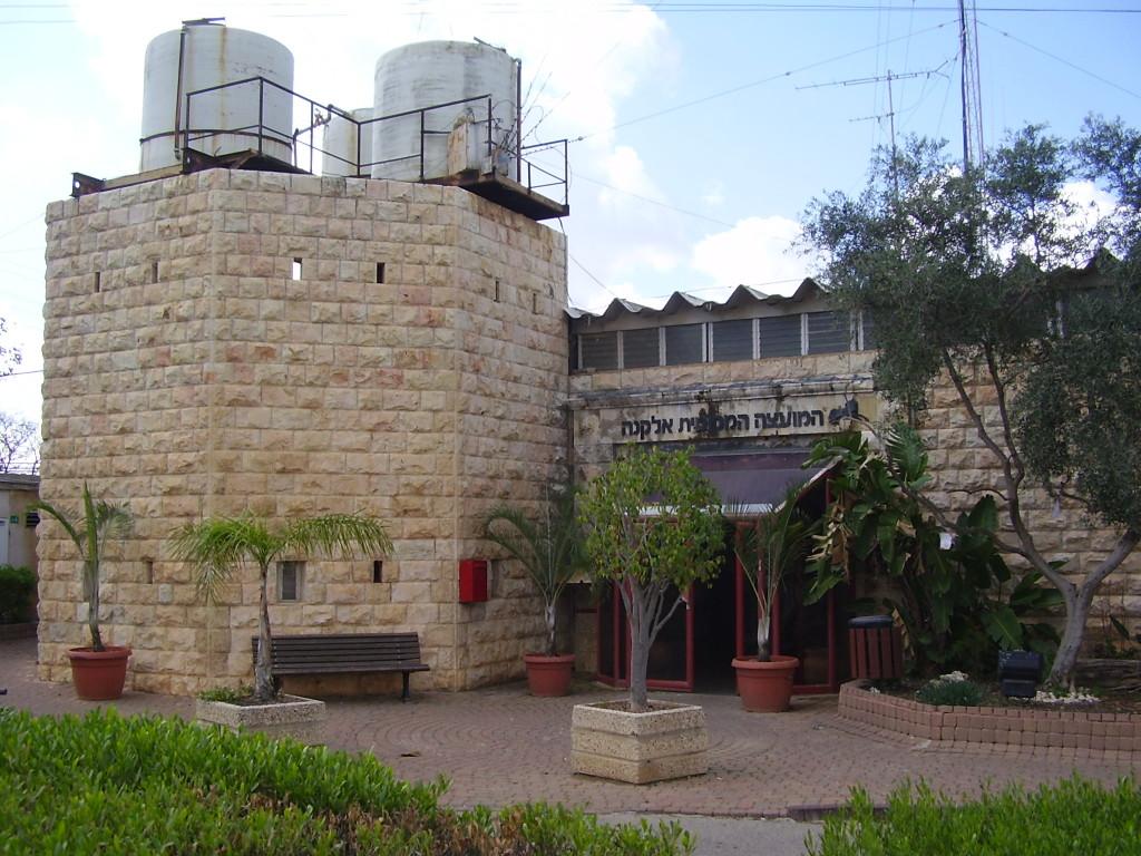 בנין המועצה המקומית - לשעבר משטרה ירדנית דגם ״מיק מאוס״