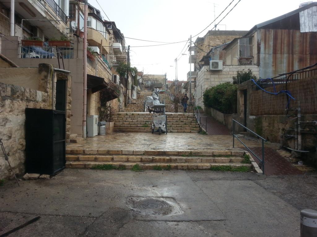 רחוב המדרגות בשכונת זכרון אחים