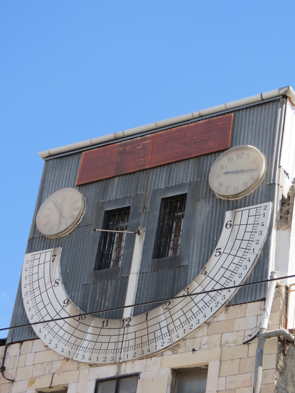זהרי חמה הוא בית כנסת, בית מדרש ובניין יוצא דופן עם שעון שמש ברחוב יפו 92 בירושלים, מול שוק מחנה יהודה.
