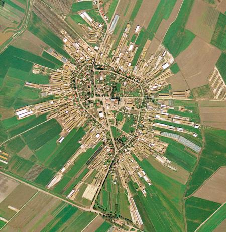 כפר יהושע בצורת האות  יוד