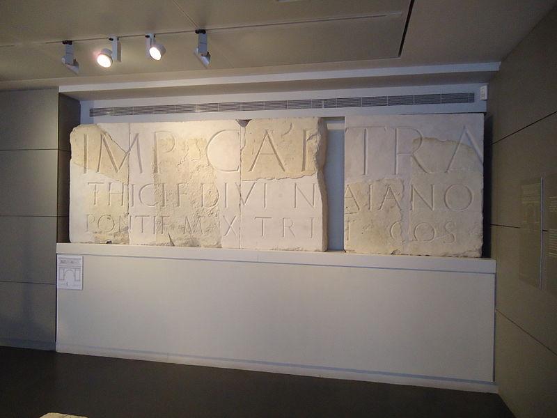 כתובת ההקדשה מתל שלם כפי שהיא מוצג במוזיאון ישראל צילום: אור פ׳