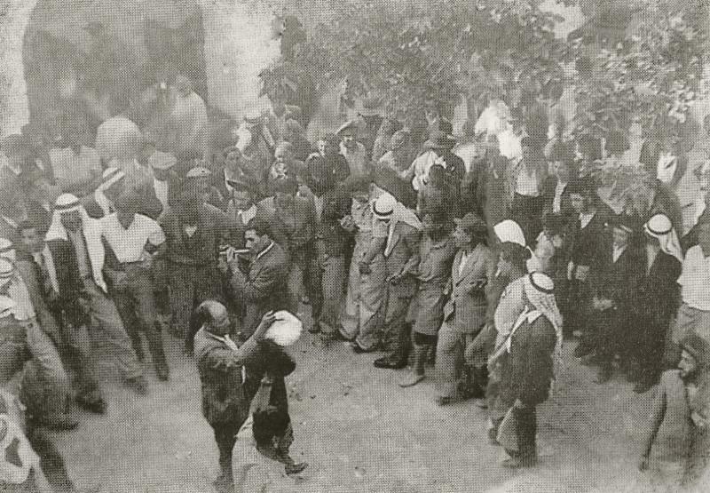 """חגיגות ל""""ג בעומר בחצר המערה בשנות ה-20 של המאה ה-20, בהשתתפות ערבים ודרוזים2"""