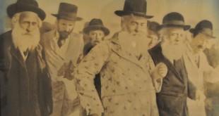 רבי מנחם נחום עם חסידיו במירון 1927