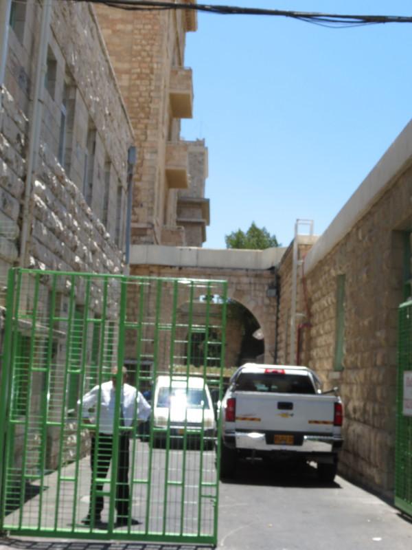 כניסת הספקים למלון המלך דוד