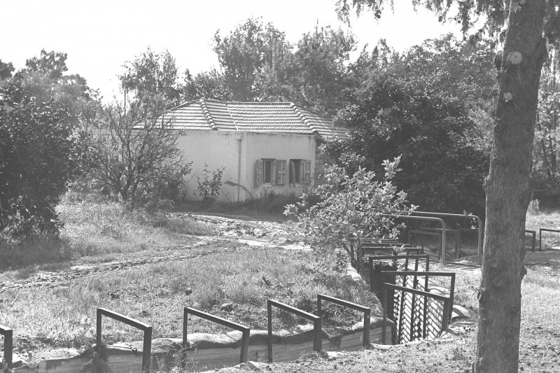 צילום: Israel National Photo Collection Trenches_in_Kibbutz_Dan