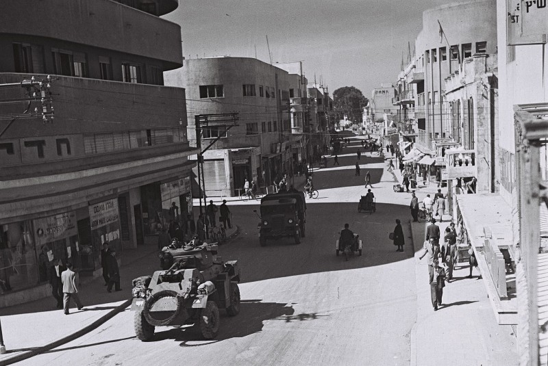 נחלת בנימין Government Press Office (GPO)-British armoured vehicles patrolling 1947