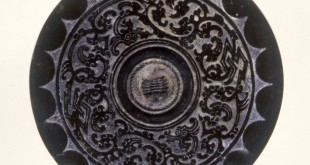 Chinese-Mirror with the Character  Mountain in the Four Directions צילוןם: Walters Art Museum