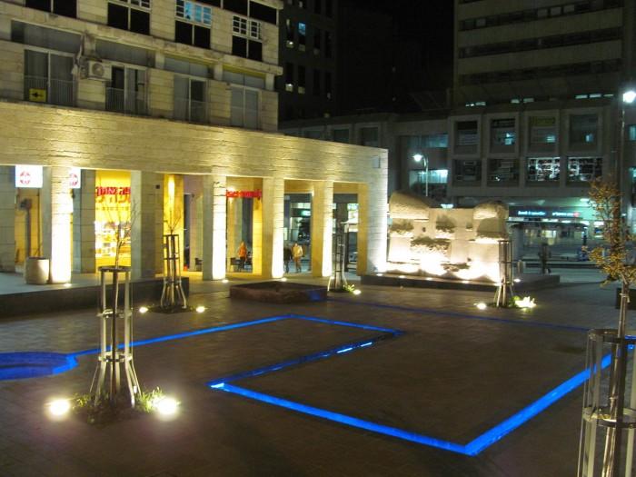 המזרקה בכיכר דוידקה צילום: Yoninah