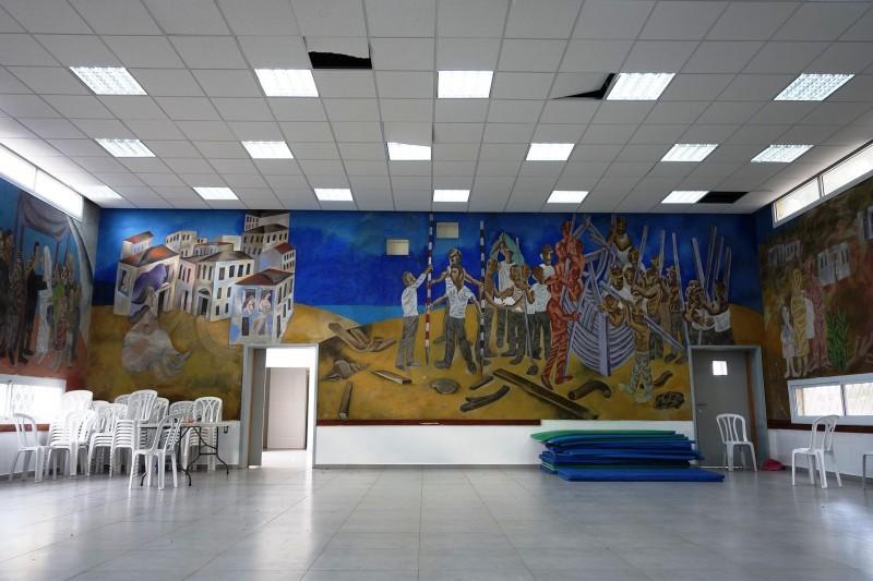 ציור קיר מאת אברהם אופק בבית התרבות במושב צילום:מיכאלי, רישיון-השימוש - מיכאל יעקובסון