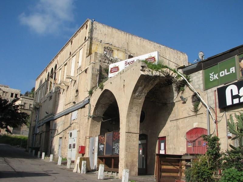 מתחם אל-פאשה, כולל מבנה של בית מרחץ טורקי מהמאה התשעה עשרה ובית משפחת אל-ח'ליל. בית אל פאשה, הקיר המזרחי ורחוב אל בוכתורי. צילום: Hanay