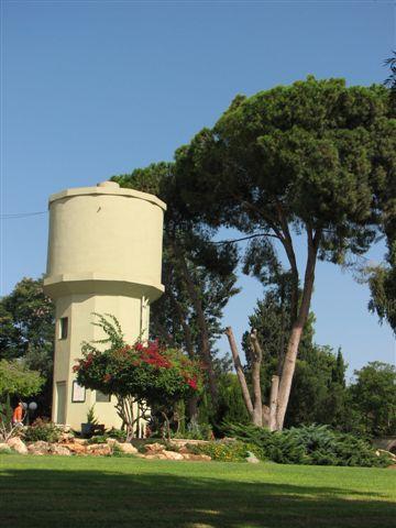 מגדל מים גבעת חיים מאוחד תמונה זו צולמה על ידי מיכאל יעקובסון. צילום:מיכאלי