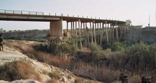 חורבותיו של גשר עבדאללה, 2007 צילום: עידו