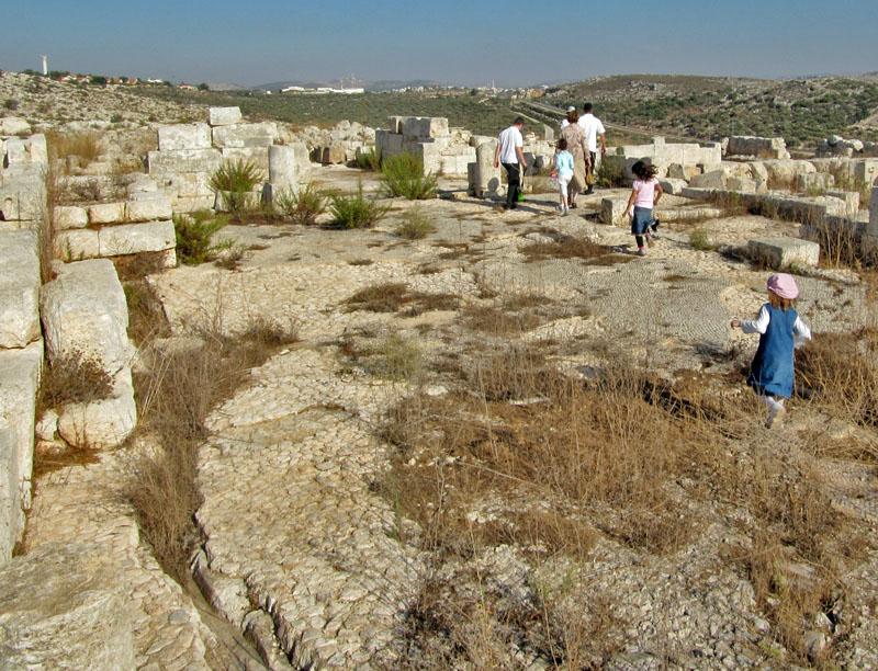 שרידי הכנסייה דיר סמען יוצר הקובץתמר הירדני