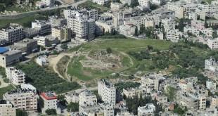 """תל שכם העתיקה, צילום ממצפה יוסף. במרכז - """"מצבת יהושע"""" צילום:Avi1111 Dr. Avishai Teicher"""