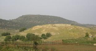 הגבעה עליה הייתה בנויה יודפת בימי המרד הגדול, ברקע - הר עצמון. צילום:Almog