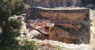 Hazor Waterworks – original stairs on lower right side