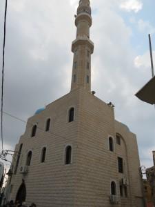 מסגד עומר בן אל-ח'טאב  - המסגד הגדול בישוב