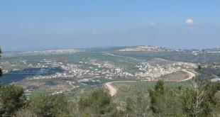 כביש הבטחון על רכס הר גלבוע (ג׳לבון, מעלה גלבוע, ןפקועה) צולם ממלכישוע.